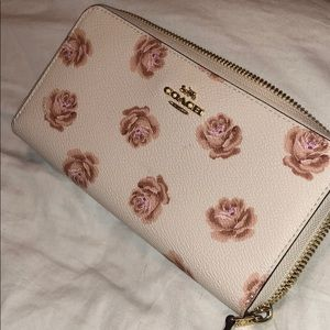 *Limited time offer* Coach rose print wallet pink